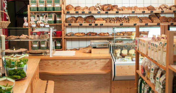 Hofladen in Steinheim (Kreis Heidenheim) mit Backwaren, Obst, Gemüse und Mehl.